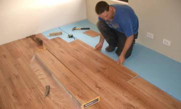 Как самостоятельно положить ламинат на деревянный пол